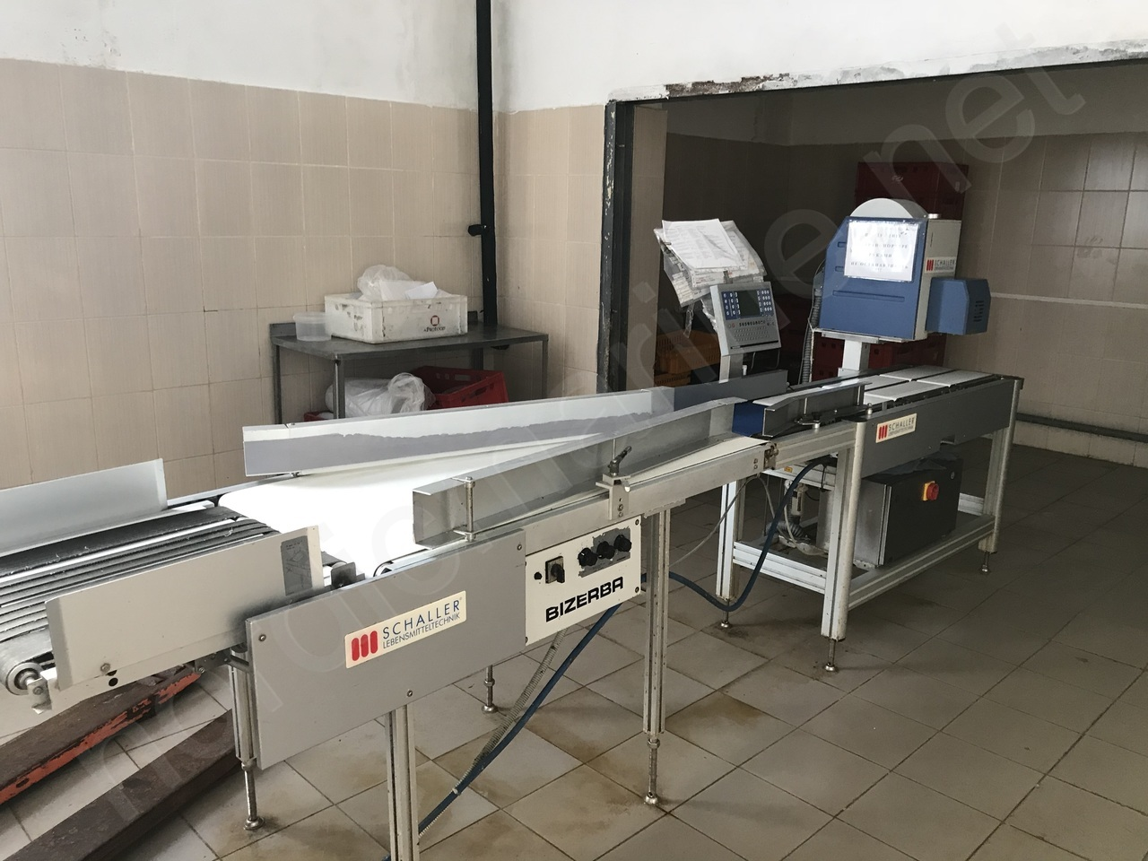 Bizerba GLE weigh labeling machine with additional sorting table
