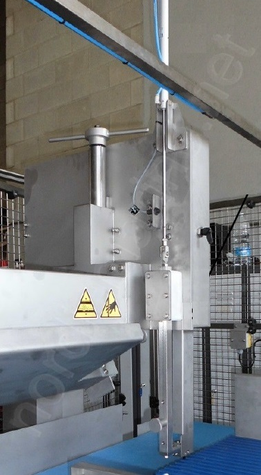SRA Saw cutting machine for frozen meat